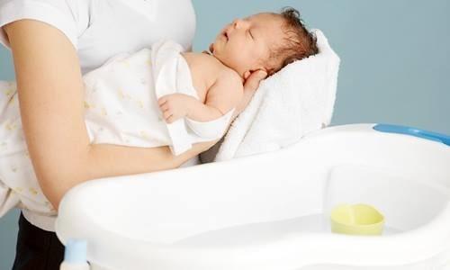 Hướng dẫn cách tắm cho trẻ sơ sinh 2 tháng tuổi
